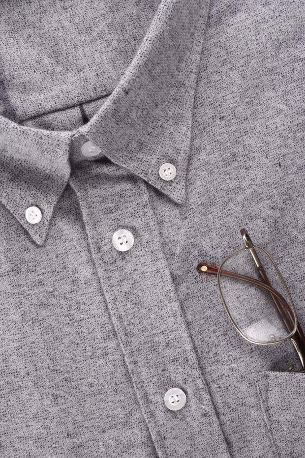 Camisa y vidrios imagenes de archivo