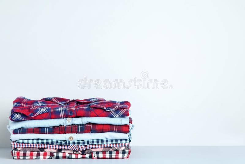 Camisas coloridas imagem de stock