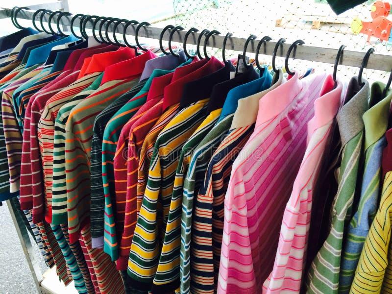 Camisas de Sapporo de várias cores imagens de stock