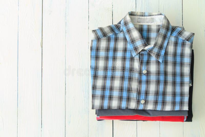 Camisas do homem fotografia de stock