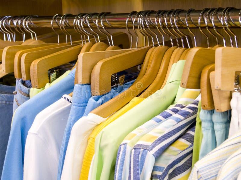 Camisas do verão das mulheres fotografia de stock