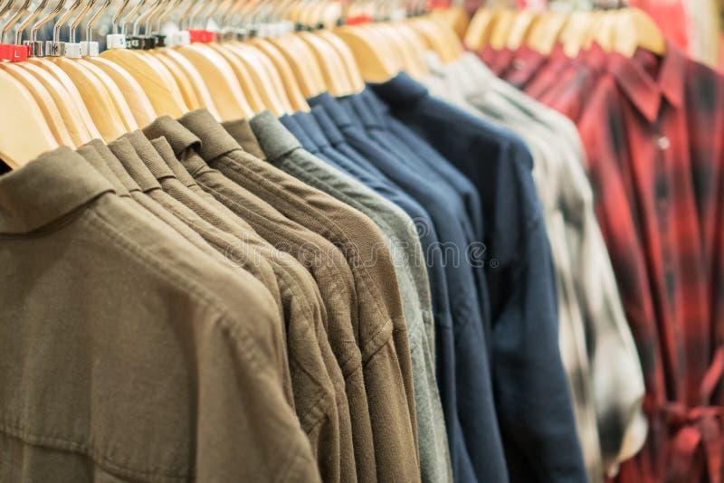 Camisas mornas do ` s dos homens fotos de stock