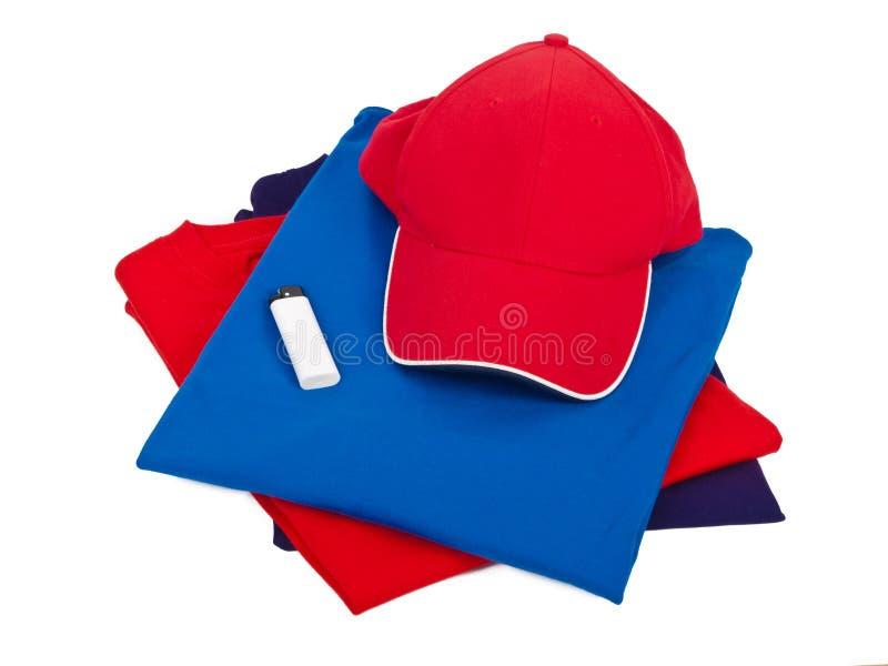 Camisas, tampão e isqueiro de T fotografia de stock