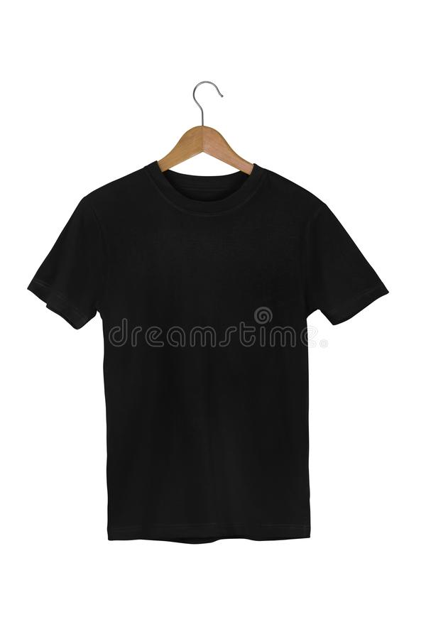 Camiseta de algodón en blanco negra con la suspensión de madera aislada en w blanco fotos de archivo libres de regalías