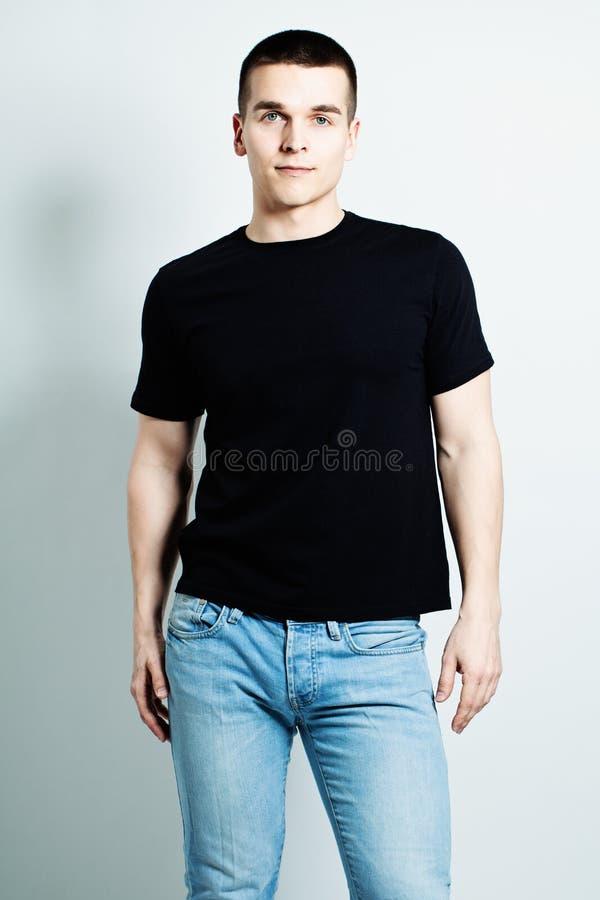 Camiseta de Guy Wearing Black foto de archivo libre de regalías
