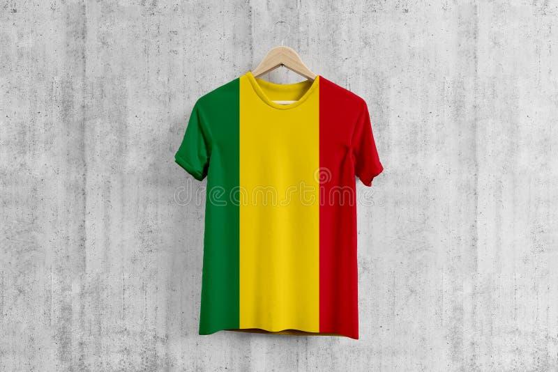 Camiseta de la bandera de Bolivia en la suspensión, idea uniforme del diseño del equipo boliviano para la producción de la ropa D ilustración del vector