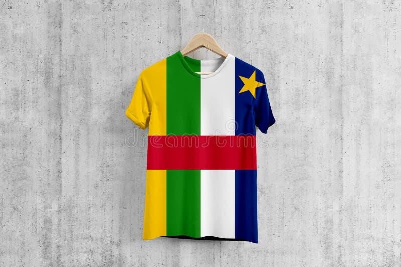 Camiseta de la bandera de la República Centroafricana en la suspensión, idea uniforme del diseño del equipo para la producción de stock de ilustración