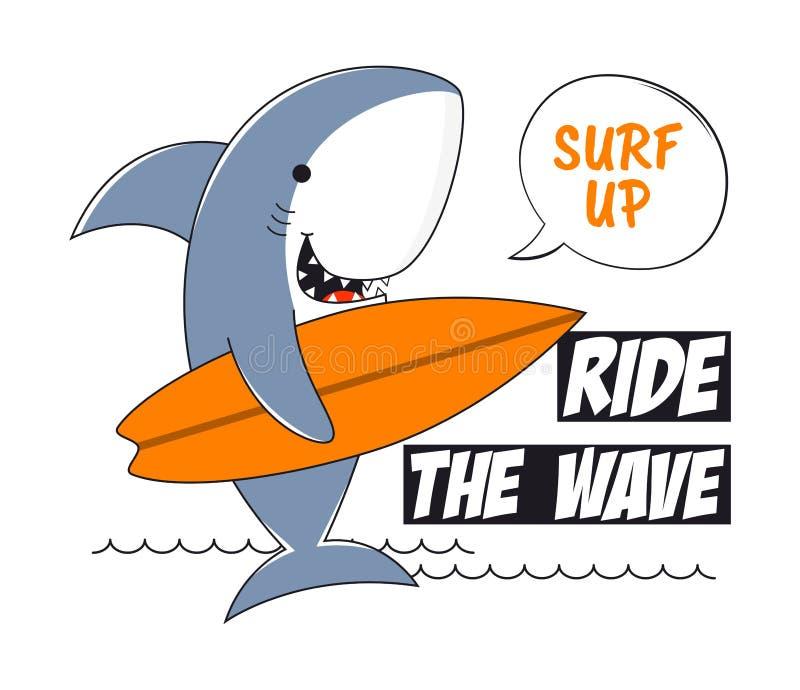 Camiseta del tiburón que practica surf con lema Practique surf los gráficos de la tipografía de la camiseta con el tiburón para l libre illustration