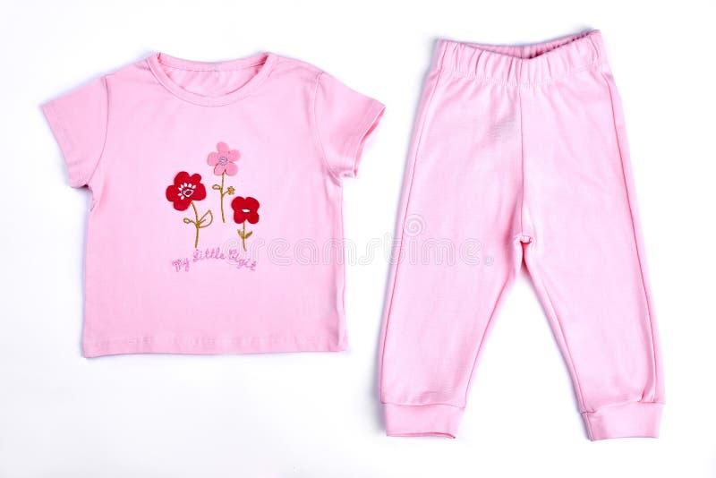 Camiseta y pantalones rosados del bebé fotografía de archivo libre de regalías