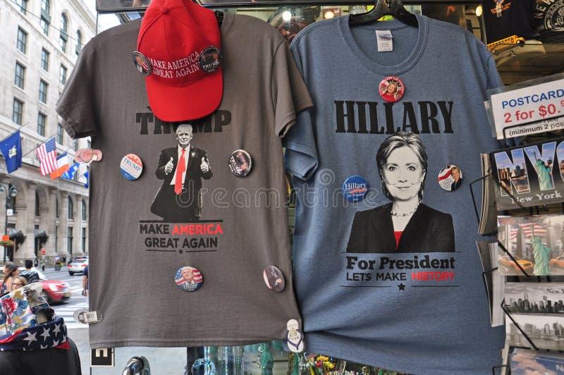 Camisetas de la elección del presidente de Donald Trump y de Hilary Clinton foto de archivo