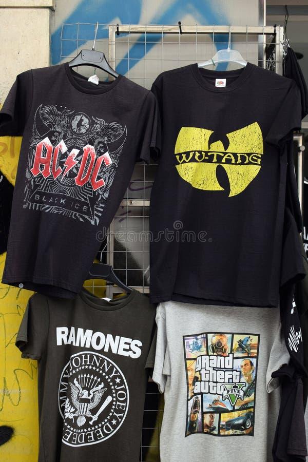 Camisetas de la música de la roca y del hip-hop fotografía de archivo