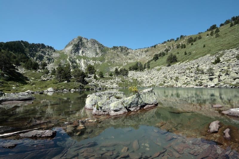 Camisette See in Pyrenees lizenzfreie stockbilder