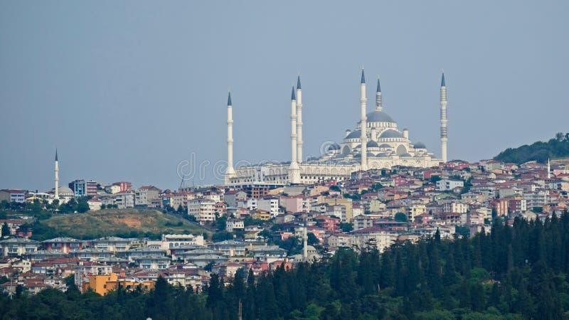 Camlica清真寺看法在伊斯坦布尔 免版税库存照片