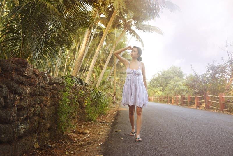 Camminando in India fotografie stock libere da diritti