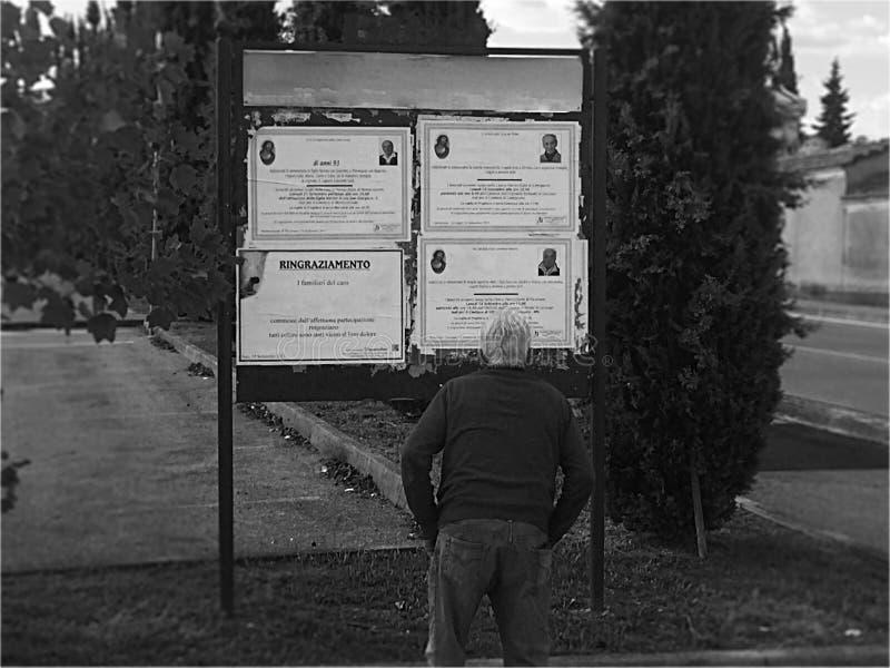 Camminando nel mio paese - chi ` s dopo? fotografia stock libera da diritti