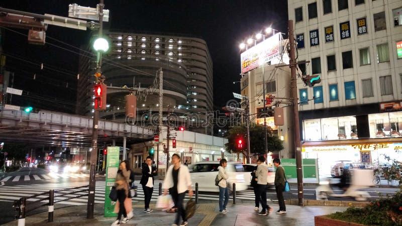 Camminando nella città stupefacente nella città del Giappone Chiba fotografie stock