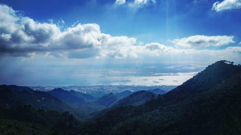 Camminando nelle nubi fotografia stock libera da diritti