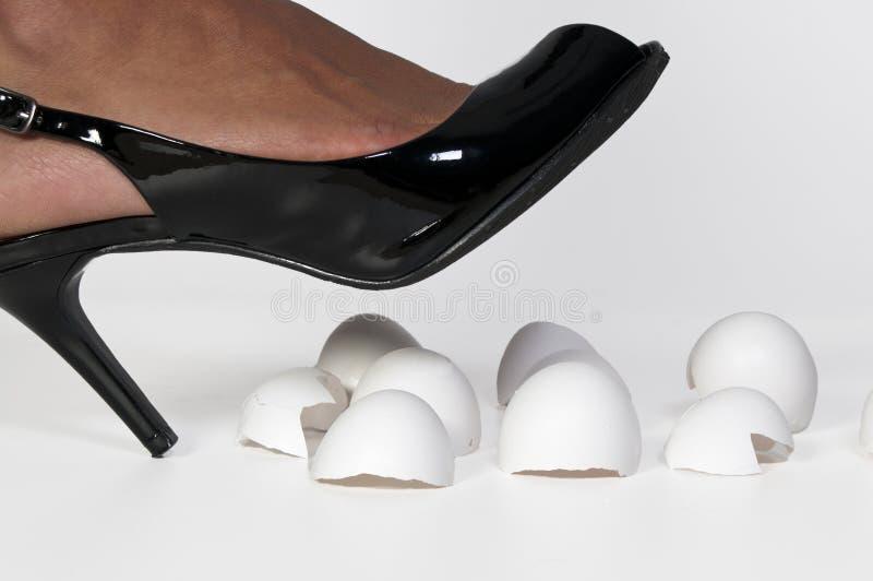Camminando sui gusci d'uovo immagini stock libere da diritti