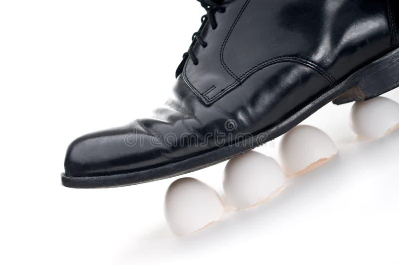 Camminando sui gusci d'uovo fotografia stock