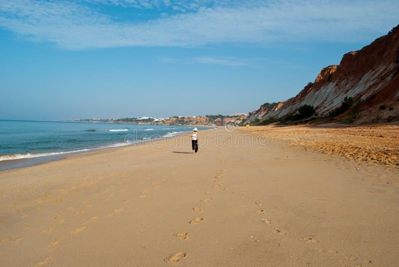 Camminando sulla costa atlantica fotografia stock