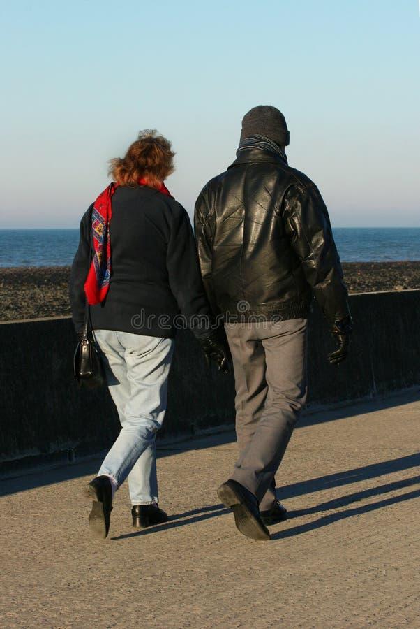 Camminare degli amanti fotografia stock