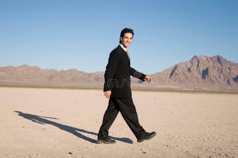 Camminare dell'uomo d'affari immagini stock libere da diritti