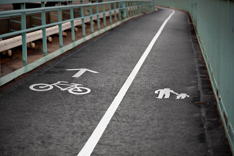 Camminare e cyclling fotografia stock libera da diritti