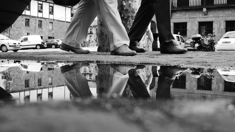 Camminata riflettente fotografia stock