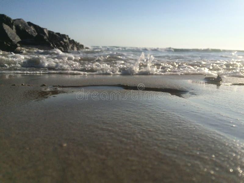 Camminata sulla spiaggia fotografie stock libere da diritti