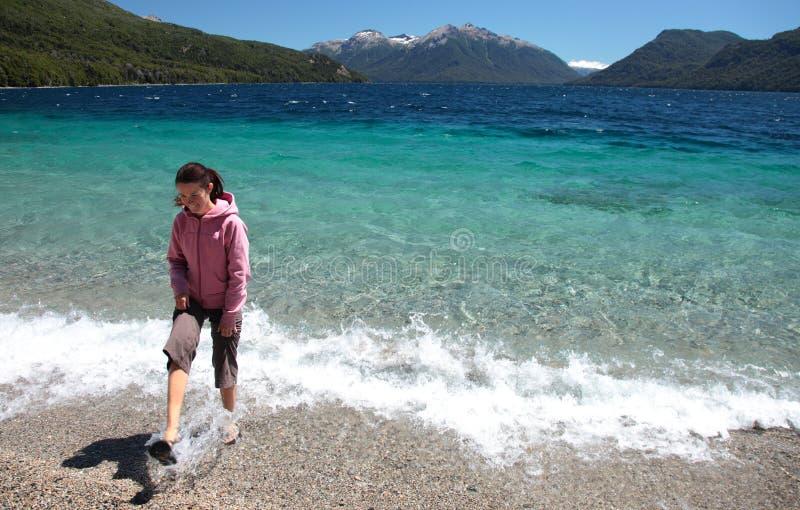 Camminatore della spiaggia fotografie stock
