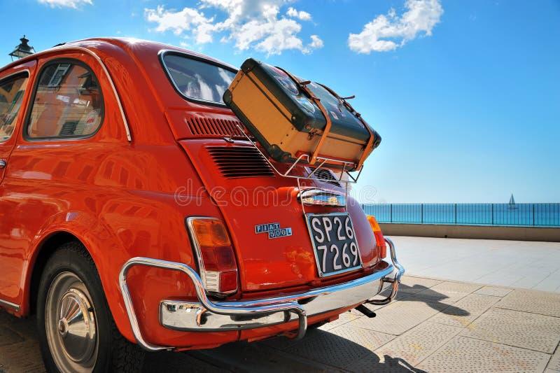 Camogli, Liguria Włochy, Wrzesień, - 20, 2015: Festiwal Fiat 500 obraz royalty free