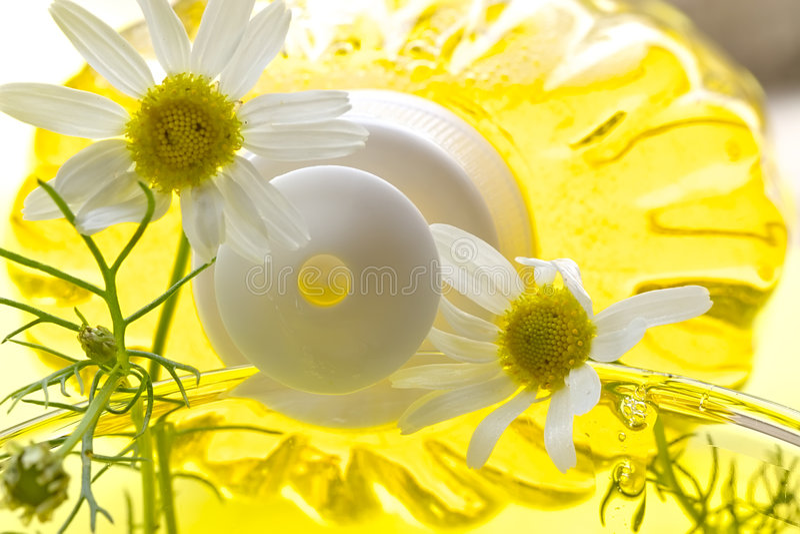 camomile λουτρών αφρός στοκ φωτογραφίες