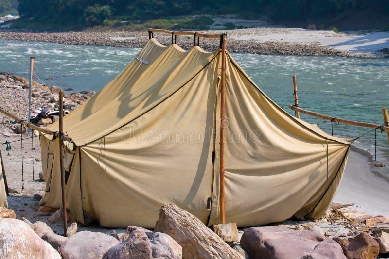 Camp au fleuve de Ganges image libre de droits