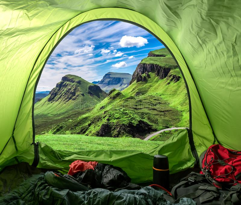 Camp dans le Quiraing en Ecosse, Royaume-Uni photos stock