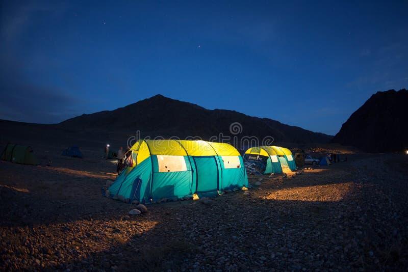 Camp de nuit photographie stock libre de droits