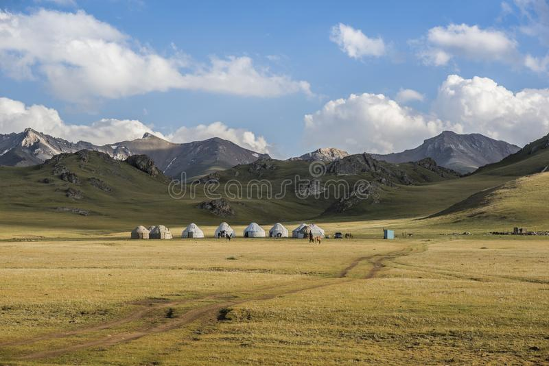 Camp nomade de yurt en Asie photo stock
