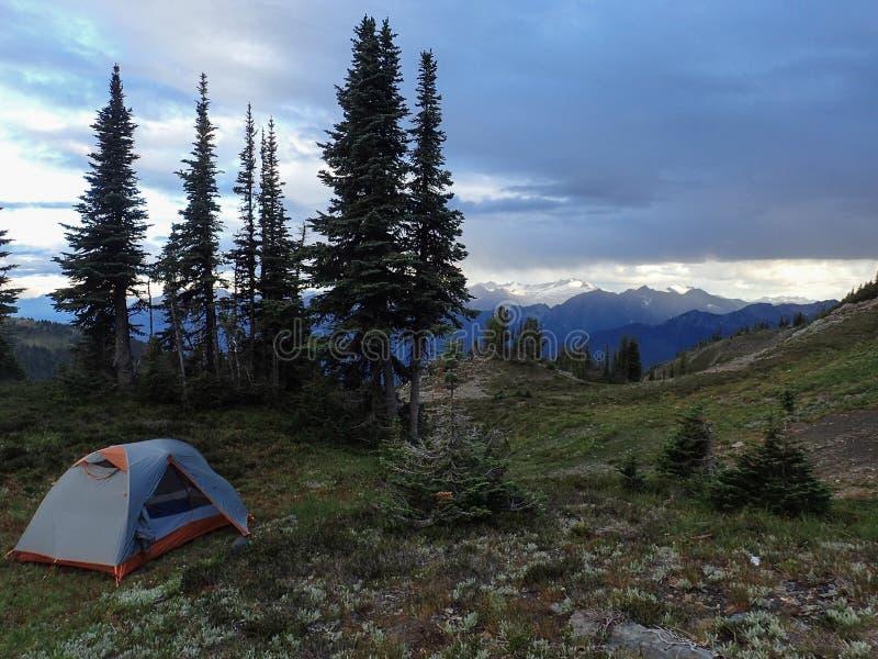 Camp sur Silvercup Ridge photo libre de droits