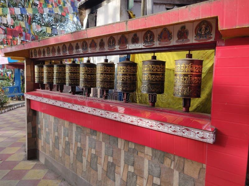 Campaña de templo budista en Darjeeling India foto de archivo
