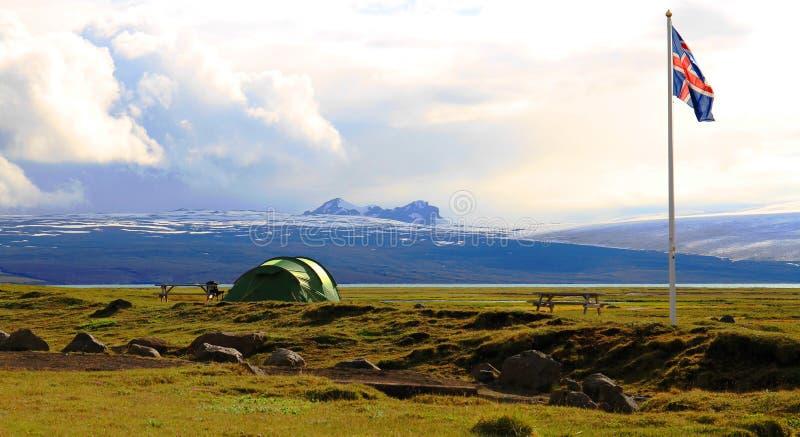 Campa n?ra den Hvitarnes kojan, Island fotografering för bildbyråer