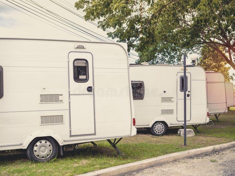 Campa släpbil för husvagn fotografering för bildbyråer