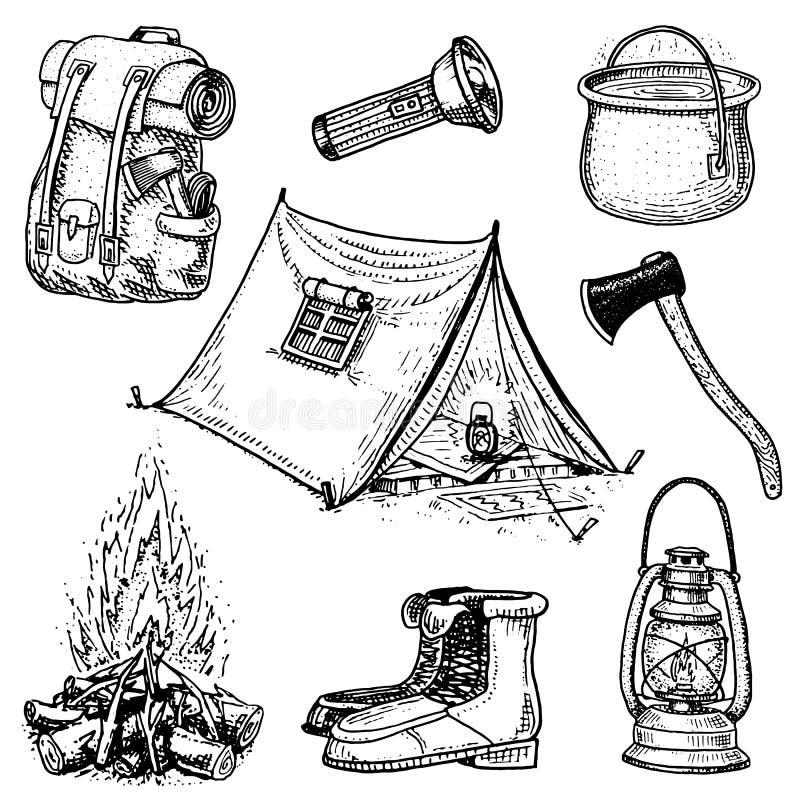 Campa tur, utomhus- affärsföretag som fotvandrar Uppsättning av turismutrustning den inristade handen som dras i gammalt, skissar stock illustrationer