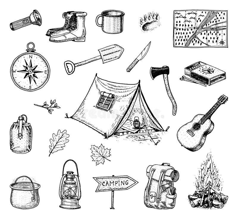 Campa tur, utomhus- affärsföretag som fotvandrar Uppsättning av turismutrustning inristade handen drog gamla skissar, tappningsti royaltyfri illustrationer