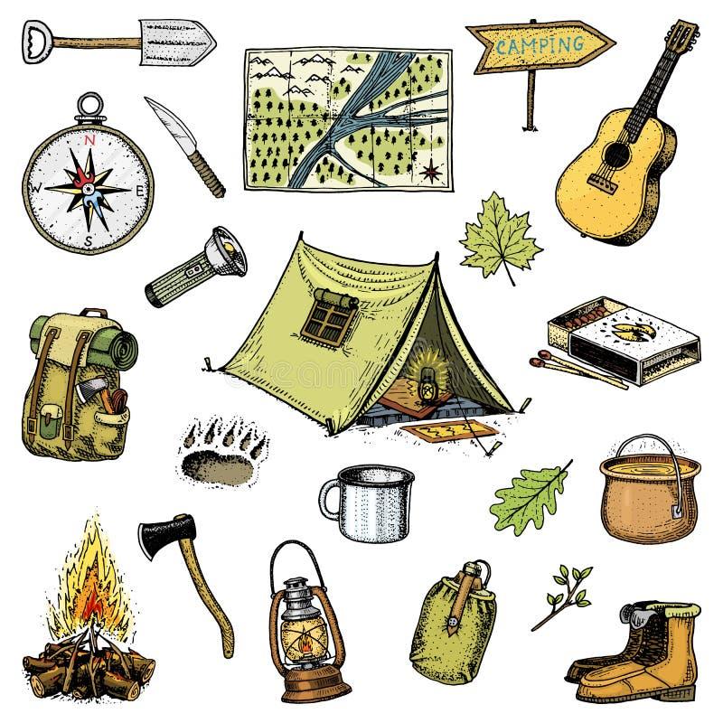 Campa tur, utomhus- affärsföretag som fotvandrar Uppsättning av turismutrustning inristade handen drog gamla skissar, tappningsti stock illustrationer