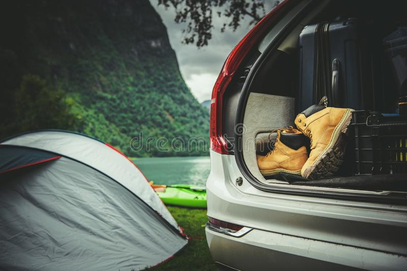 Campa vägtur för tält royaltyfria foton