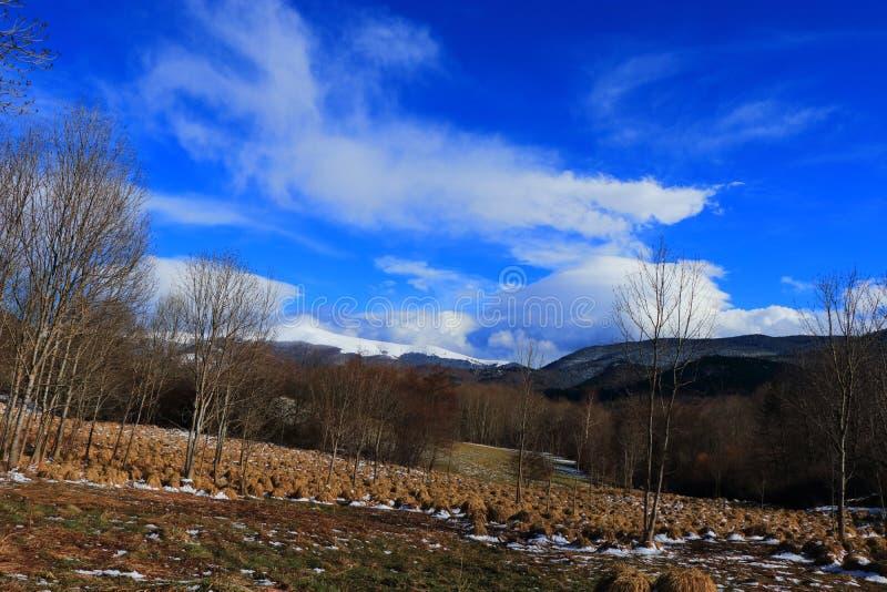 Campagna pirenaica in Aude, Francia fotografie stock libere da diritti
