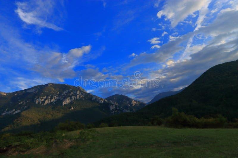 Campagna pirenaica in Aude, Francia fotografia stock