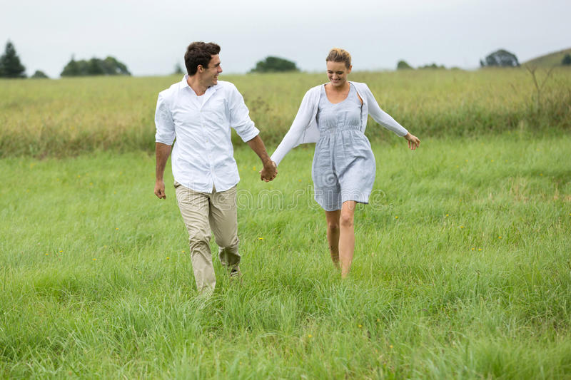 Campagne courante de couples image stock