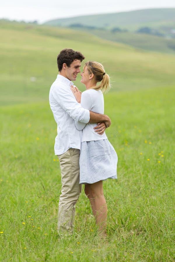 Campagne de flirt de couples images libres de droits
