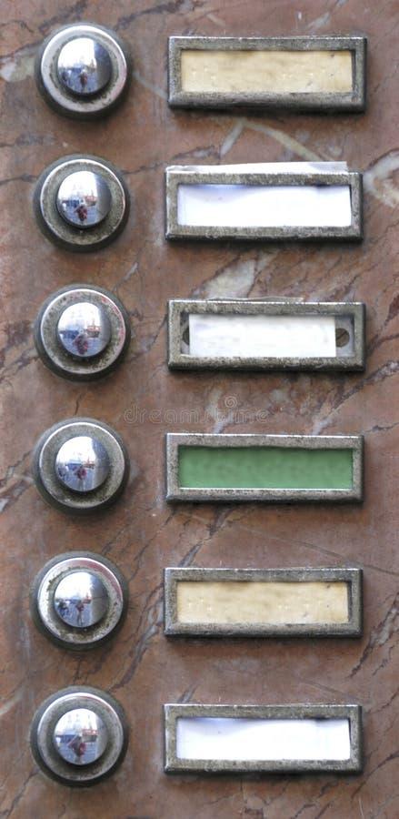 Campainhas eléctricas velhas do apartamento fotografia de stock royalty free