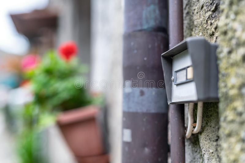 Campana della casa di vecchio stile in Italia fotografia stock